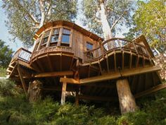 This beauty perches over a ravine in a neighborhood in Southern California. The semicircular design is inspired by the surroundings and the spectacular eucalyptus trees that cradle this unique structure. Quiet Uniqe!!