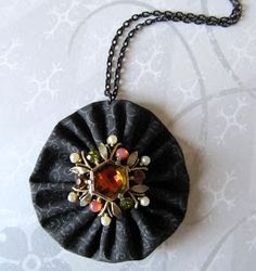 A lovely way to highlight an old vintage brooch from your grandma! Handmade Fabric Yo Yo Necklace or Christmas ornament in Black with Vintage Rhinestones - CraftStylish Jewelry Crafts, Jewelry Art, Beaded Jewelry, Vintage Jewelry, Handmade Jewelry, Jewellery, Fabric Art, Fabric Crafts, Sewing Crafts
