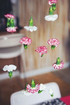 20 + DIY Bastelideen zur Hochzeit - DIY Fotohintergrund Blumengirlande