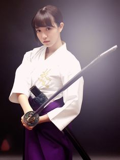 gta 5 online Fighter Girl Gun for women Female Samurai, Samurai Warrior, Aikido, Sword Poses, Katana Girl, Japanese Warrior, Pose Reference Photo, Martial Arts Women, Human Poses