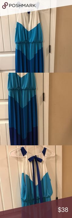 Vince Camuto size 8 color block chevron maxi dress This dress is amazing and I wouldn't be parting with it if it still fit me. Super flattering design and beautiful colors from white leveling down through three shades of blue. This perfect summer maxi dress requires a simple bow at the neckline in back. Vince Camuto Dresses Maxi