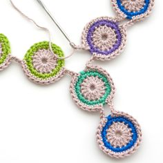 Free crochet pattern peacock necklace by TheCurioCraftsRoom