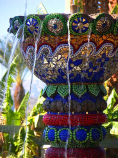 Mosaic art water fountain - so pretty! Mosaic Crafts, Mosaic Projects, Mosaic Art, Mosaic Glass, Mosaic Tiles, Glass Art, Stained Glass, Mosaic Planters, Garden Mosaics