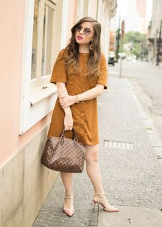 Look Romântico com vestido de camurça caramelo Zara, scarpin Valentino inspired by Carmin, óculos Miu Miu e bolsa speedy Louis Vuitton (look do dia / ootd)