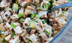 Salát s avokádem a kuřecím masem
