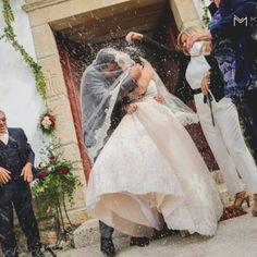 """Casamento com vestido rosa e um """"trash the dress"""" estonteante. Noivo com t-shirt super-homem!"""