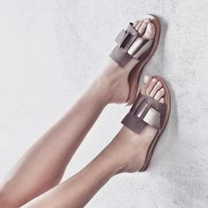 Most Chic SS17  on board ! Majesty style leather sandals