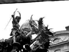 Matkojeni blogi: Dont hurt that dragon! Bernt Notke´s art in square Köpmantorget