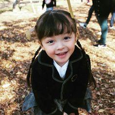 Image may contain: 1 person, child, outdoor and nature Cute Asian Babies, Korean Babies, Cute Babies, Superman Baby, Mamie Van Doren, Angst Im Dunkeln, Superman Wallpaper, Cartoon Wallpaper, My Babysitter