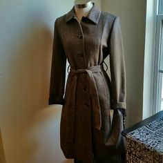 .DANA BUCHMAN..STUNNING BROWN....TRENCH COAT EXCELLENT CONDITION.... ...LIKE NEW....  ....NO FLAWS  ...STUNNING GORGEOUS  ....ELEGANT VERY CLASSY  ....2 pic you could see up close IT'S BEAUTY  ....stripes  design .. ....true to its colors rich brown.tan ,black,white... .....true to its size.. ....comfortable warm. ....ties around waistline. ....buttons all the way down ... side pockets ....better in person. . Dana Buchman Jackets & Coats Trench Coats