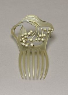 Art Nouveau hair comb, carved mother of pearl and silver, René Lalique, France, Hair Jewelry, Jewelry Art, Vintage Jewelry, Jewelry Design, Jewellery, Wedding Jewelry, Bijoux Art Nouveau, Art Nouveau Jewelry, Lalique Jewelry
