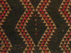 Kaitaka paepaeroa with ngore (cloak with taaniko borders and vertical aho, weft rows) Weaving Patterns, Stitch Patterns, Maori Patterns, Maori People, Maori Designs, Maori Art, Bead Crochet Rope, The Row, Cloaks