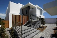 This house inverts the traditional planning arrangement by placing the living areas on the top floor with the bedroom areas on two levels below. A seamless sequence has been achieved from the street level to the living areas by the use of split level devices. The house has extensive views over the harbour towards the city skyline. #MHNDU