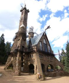 USA : Bishop& Castle in the San Isabel National Forest in Colorado is a medieval castle built for 40 years by Jim Bishop. He began construction at the age of 15 years. Places Around The World, Oh The Places You'll Go, Places To Travel, Places To Visit, Around The Worlds, Travel Destinations, Chateau Medieval, Medieval Castle, Gothic Castle