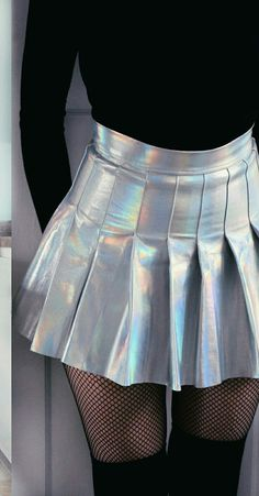 A collection of pictures of ladies wearing pleated mini skirts. Skirt Fashion, Fashion Outfits, Womens Fashion, Skirt Outfits, Cute Outfits, Holographic Fashion, Sexy Rock, Mode Kawaii, Silver Skirt