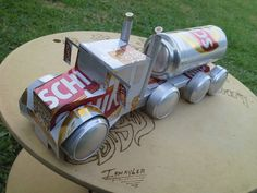 Tin Can Art, Soda Can Art, Aluminum Can Crafts, Aluminum Cans, Bottle Cap Art, Bottle Cap Crafts, Coke Can Crafts, Beer Can Art, Coca Cola