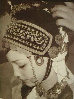 Front part of the traditional headgear of the Roumlouki area (Greek Macedonia), first half of century. Greek Dancing, Greek Traditional Dress, Kai, Bridal Headdress, Greek Culture, Greek Jewelry, Alexander The Great, Europe, Folk Costume