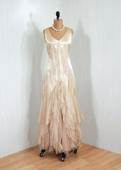 Items similar to Antique Vintage Ivory-White Ethereal Silk-Satin Deco French-Couture Flapper Tiered-Ruffle Sheer Silk-Tulle Fairy Drop-Waist Goddess Floral-Applique Backside Full-Length Wedding Formal Evening Party Cocktail Gown Dress on Etsy 20s Fashion, Fashion History, Retro Fashion, Vintage Fashion, Victorian Fashion, Vintage Gowns, Vintage Outfits, Vintage Hats, Vintage Prom