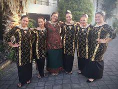 Beautiful Samoan puletasi Island Wear, Island Outfit, Samoan Dress, Hawaiian Fashion, Polynesian Designs, Patterned Dress, Different Dresses, African Dress, Dress Patterns