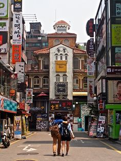 12 Hyehwa (Theater District) – The Daehangno neighborhood's name means 'University Street,' so called because it was once home to Seoul National University, the country's preeminent school.