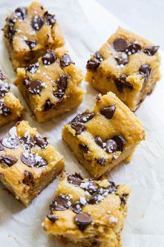 Vegan garbanzo bean blondies that are grain-free, refined sugar-free, and egg-free. These melt-in-your-mouth blondies are a healthier dessert! Vegan Treats, Vegan Desserts, Garbanzo Bean Cookies, Vegan Recipes Garbanzo Beans, Sugar Free Quick, Chocolate Chip Cookie Bars, Chocolate Chips, Vegan Dark Chocolate, Roasted Sweet Potatoes