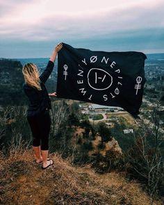 twenty one pilots | Clique Circle Flag