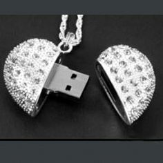 8.22€ Wholesale 2GB USB Flash Drive With Crystals Heart Look As A Gift