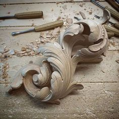 Wood Carving Ideas For a Rustic Home Decor – Design and Decor Wood Carving Designs, Wood Carving Art, Wood Art, Filigranes Design, Wood Design, Best Wood For Carving, Sculpture Ornementale, Filigree Tattoo, Chip Carving