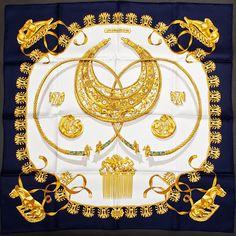 Carré Hermès  Em 1933, Lola Prusac criou uma linha de malas e bagagens inspiradas nas obras do pintor holandês Mondrian .  http://sergiozeiger.tumblr.com/post/107832948608/thierry-hermes-nascido-em-10-janeiro-1801-em  Dois dos genros de Émile-Maurice Hermès acentuaram essa orientação: Jean-René Guerrand e Robert Dumas (1898-1978) e seu neto Jean-Louis Dumas-Hermès (1938-2010) continaram o desenvolvimento da empresa