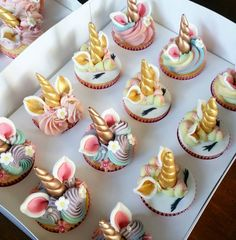 Late night baking with @dericius  cupcakes  #cupcakes #unicorncake #socute #unicorncupcakes #pastels