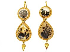 An unusual pair of 18ct gold Georgian earrings with coiled rope design gold work and spear shaped drops. They are set with specimen fern agates. These were extremely popular in Georgian jewellery. No two agates are exactly alike. Over the years they have been referred to as either tree, picture or landscape agates due to …