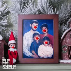Funny Elf on the Shelf Ideas - The Elf on the Shelf Knock knock. It's your Scout Elf, with some super amusing antics sure to make you smile! These ideas show off your elf's playfulness and their flair for the funny. Noel Christmas, Christmas Elf, All Things Christmas, Christmas Crafts, Christmas Bedroom, Magical Christmas, Christmas Humor, Elf Ideas Easy, Awesome Elf On The Shelf Ideas