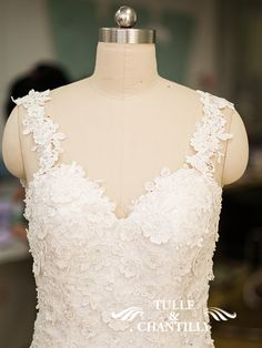 customized mermaid wedding dress with lace bodice