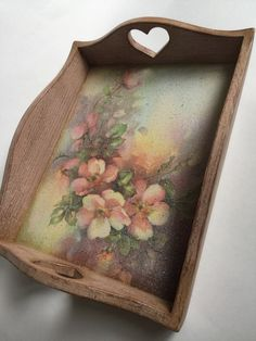 Country style decoupage tray with flowers Decoupage Furniture, Decoupage Art, Decoupage Vintage, Vintage Crafts, Painted Boxes, Painted Signs, Decorative Household Items, Christmas Cactus Care, Shabby Chic Journal