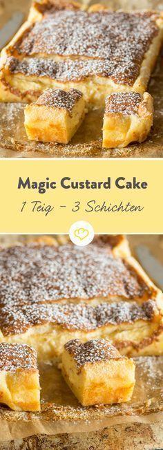 """Ein Teig, drei Schichten – heute wird gezaubert! Ein fluffiger Pancake, eine feine Vanillecreme, eine locker-leichte Biskuithaube. Und das alles aus nur einem Teig. Dieser einfache Puddingkuchen aka """"Magic Custard Cake"""" ist jede Sünde wert."""