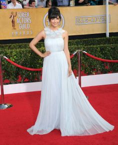Hannah Simone en Marchesa (Flair.be) http://www.flair.be/fr/mode/270724/les-plus-beaux-looks-des-sag-awards