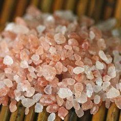 La sal rosa del Himalaya es una de las sales más ricas, puras y especiales en cuanto a energía se refiere que se conocen hasta el momento. La sal rosa del Himalaya se formó hace más de 250 millones de años en la base de esta cordillera, en Nepal, donde existía un extenso océano. La sal marina se cristalizó a una elevada presión, dando lugar a una estructura cristalina de color rojo anaranjado, y a una exclusiva composición orgánica que la provee de propiedades energéticas y curativas. El…
