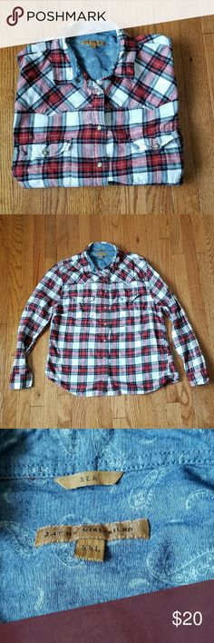 Lightweight plaid flannel shirt XXL Womens size XXL. In good used condition with signs of to fabric. Already has that live in look. Jachs Tops Button Down Shirts