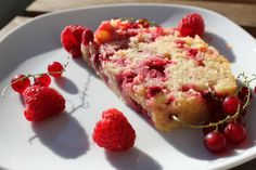 With it's moist texture it's the perfect cake for a hot summer's day. Berry Cake, Quick Bread, How To Make Cake, Baking Recipes, Shake, Breads, Muffins, Berries, Wordpress