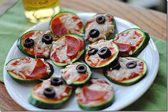 Mini Zucchini Pizzas by eatyourselfskinny #Mini_Food #Zucchini_Pizza #eatyourselfskinny