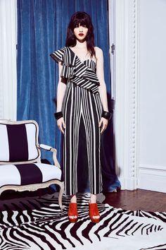 Alice + Olivia Resort 2018 Fashion Show Collection: See the complete Alice + Olivia Resort 2018 collection. Look 3 Fashion 2018, Runway Fashion, Fashion Outfits, Womens Fashion, Fashion Trends, Alice Olivia, Modern Fashion, High Fashion, Fashion Design