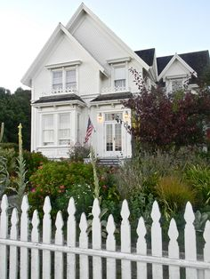 la maison de Jessica B. Fletcher    Blair House, Mendocino- soon Aaron and I will be visiting! It is the place where Murder, She Wrote was filmed!