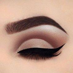 Ideas cats eye makeup tutorial perfect eyeliner for 2019 Eyebrow Makeup Tips, Skin Makeup, Beauty Makeup, Makeup Brushes, Hair Beauty, Women's Beauty, Makeup Eyeshadow, Natural Beauty, Makeup Style