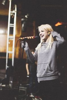 Hayley Williams blonde.