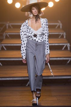 ode to Bette Midler in Big Busines : Jacquemus Spring 2017 Ready-to-Wear
