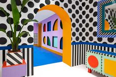 This interactive installation is designed by Camille Walala and has been built with the help of 180 children and a group of passionate adult LEGO fans. The installation is a teaser for LEGO® DOTS – Lego's new tile play concept. Memphis Design, Casa Pop, Camille Walala, Art Public, Lego House, Postmodernism, Home Interior, Interior Design, Retro Vintage
