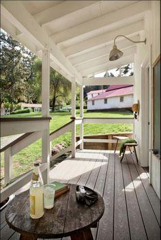 Richardson Architects son los responsables de diseñar y construir esta belleza diminuta en Point Reyes, California.