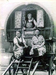 Gypsy Trailer, Gypsy Caravan, Gypsy Life, Gypsy Soul, Gypsy People, Gypsy Culture, Leeds, Horse Drawn Wagon, Gypsy Women