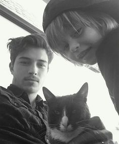 Francisco Lachowski and son and cat