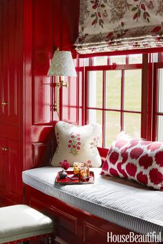 Ashley Whittaker, photo Thomas Loof - red and white nook with window seat and pattern pillows, roman shade and wall sconce. Red and white inspiration Red Interior Design, Red Design, Room Interior, Red Home Decor, Red Cottage, Cozy Cottage, Red Rooms, Chinoiserie Chic, Cozy Nook